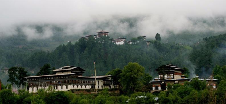 Voyage à pied : Entre temples et montagnes au coeur du bhoutan