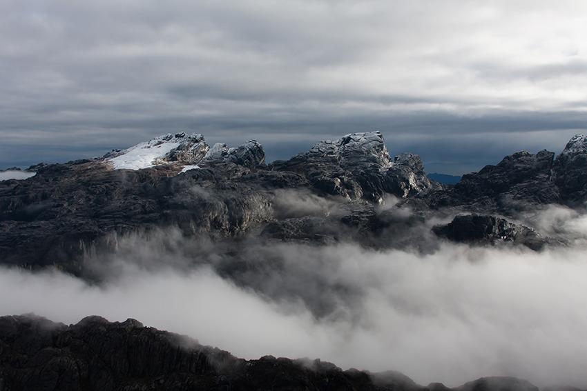 Image Papouasie: expédition vers la mythique pyramide de carstensz  (version hélicoptère)