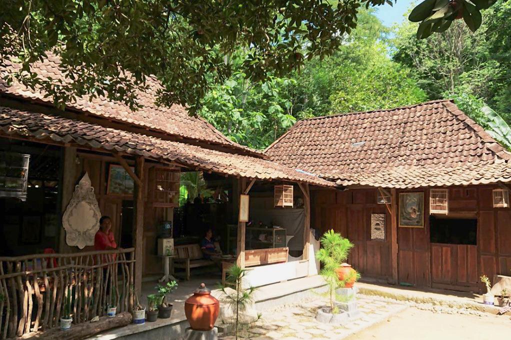 Voyage à pied : Comme un expat: demi-journée « artisanat » (batik & wayang kulit)