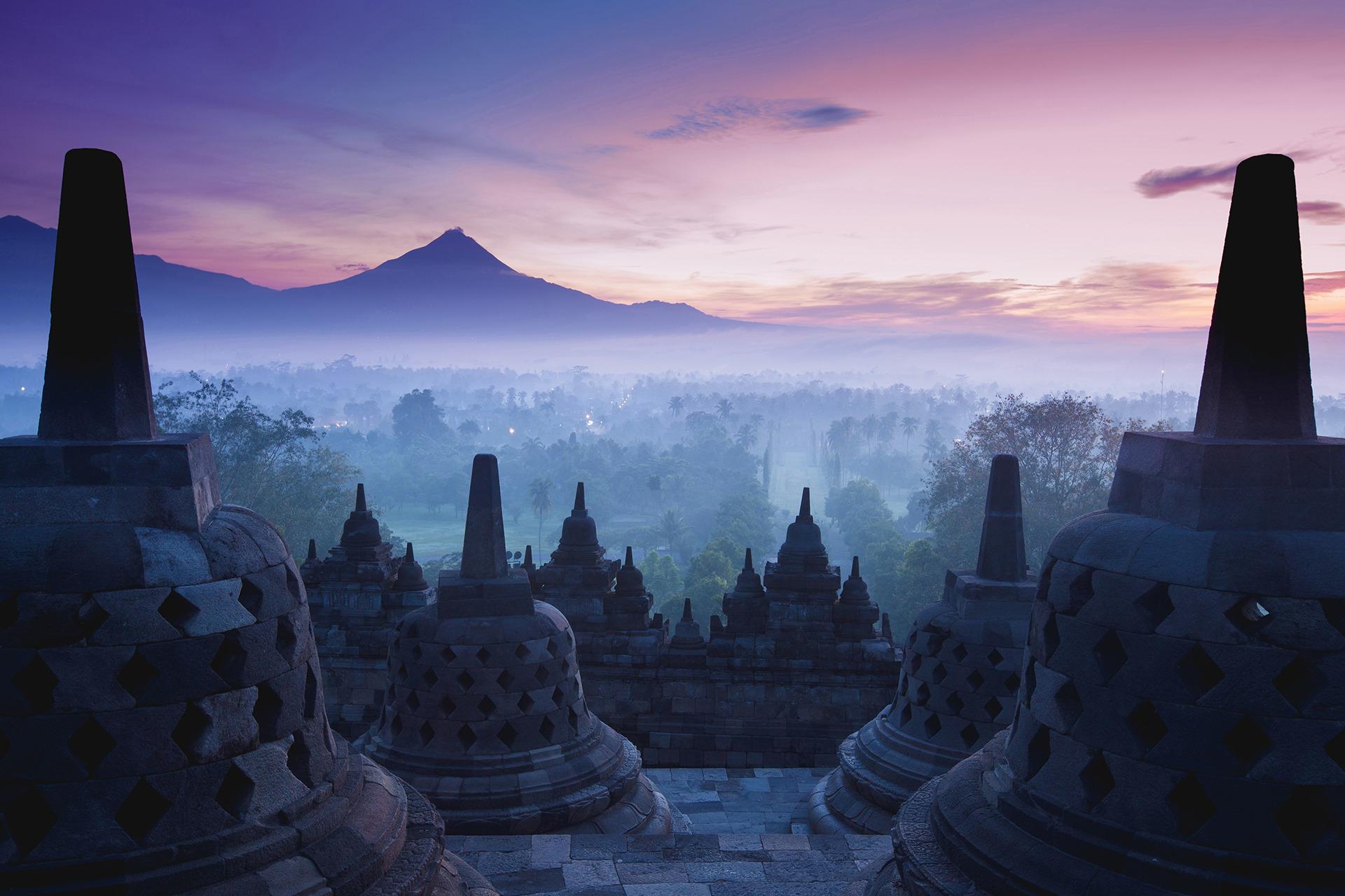 Voyage à pied : Entre temples & volcans, une histoire javanaise