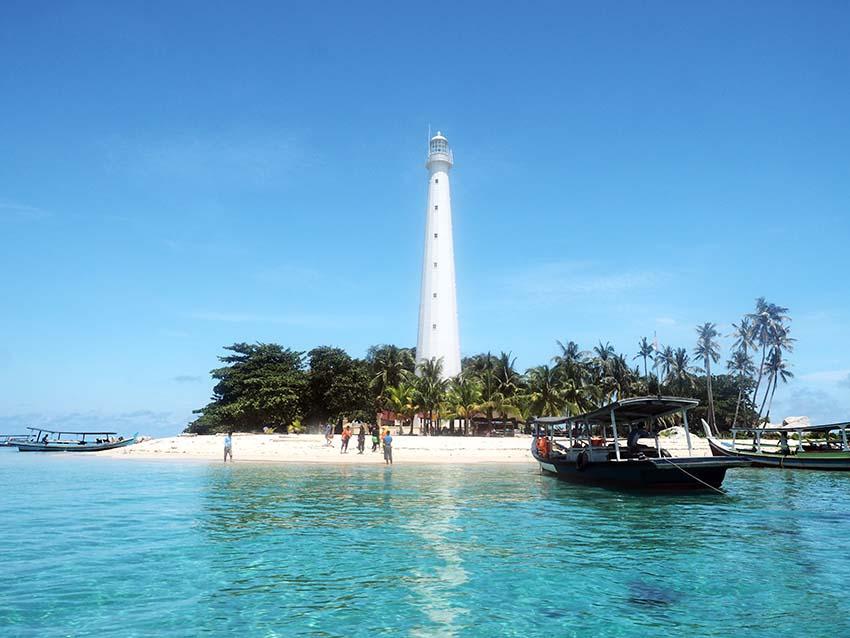 Voyage à pied : Sumatra: belitung, l\'île secrète
