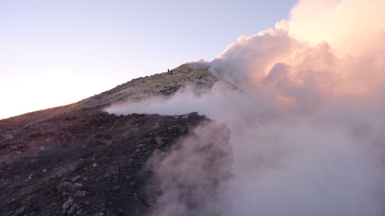Voyage à pied :  L\'archipel eolien et l\'etna : les volcans siciliens